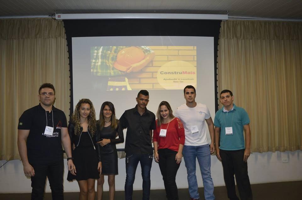 Grupo ConstruMais se apresentando no Mova-se
